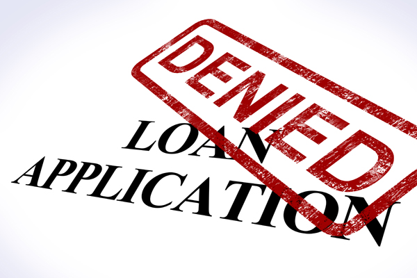 Many pending Scottsdale home sales are falling through because buyers are unable to get a mortgage.